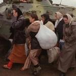 Медведев распорядился упростить получение гражданства РФ беженцами с Украины